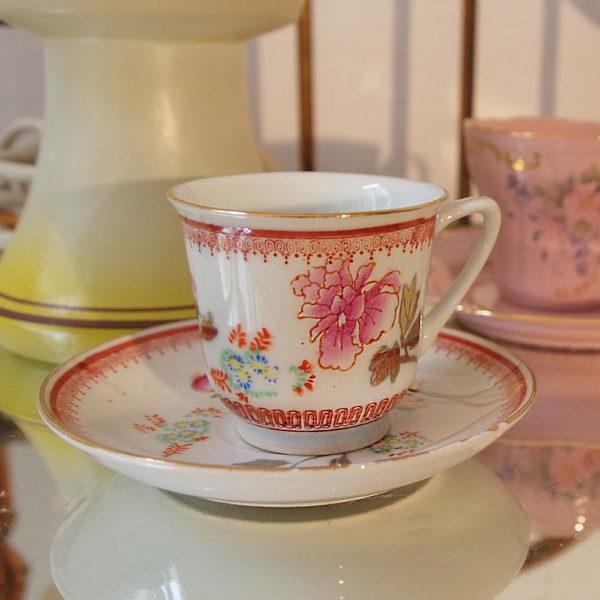 Isabella Bo - Taza y plato de porcelana